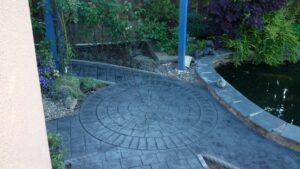 Printed Concrete Patio in Steel Grey Cobblestone with Circle Feature