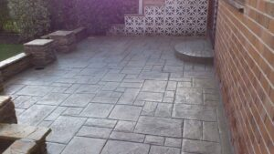 Printed Concrete Patio in Grand Ashlar with Step