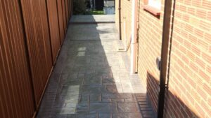 DCS Printed Concrete Patio Path in Platinum Grey Grand Ashlar with Steps and Tinted Brick Edge